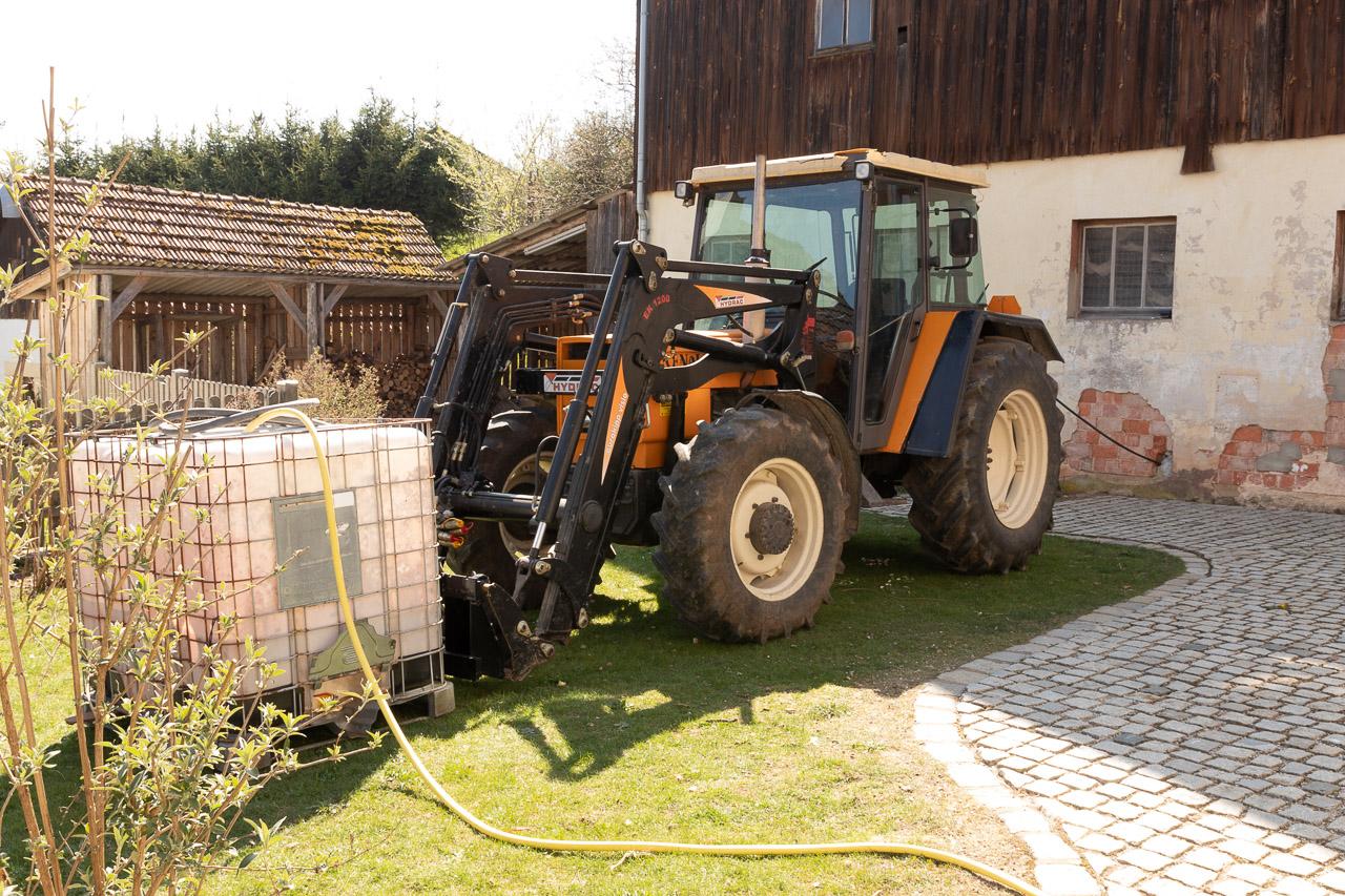 In unserem Garten wird der Tank befüllt